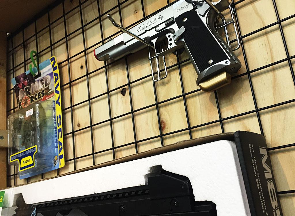 津島店ではモデルガンを買取強化中